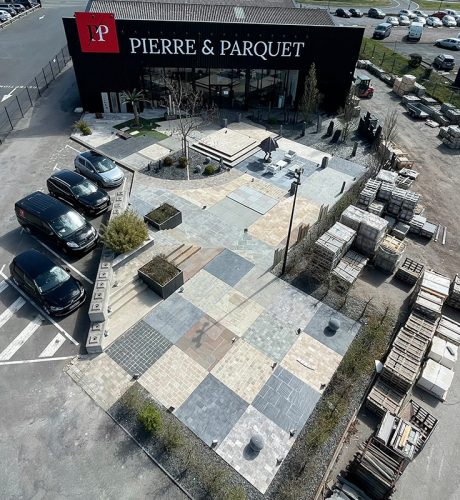Magasin Pierre et Parquet avec un showroom de dallage