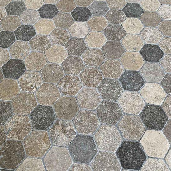 dallage Bergerac forme hexagonale en pierre naturelle
