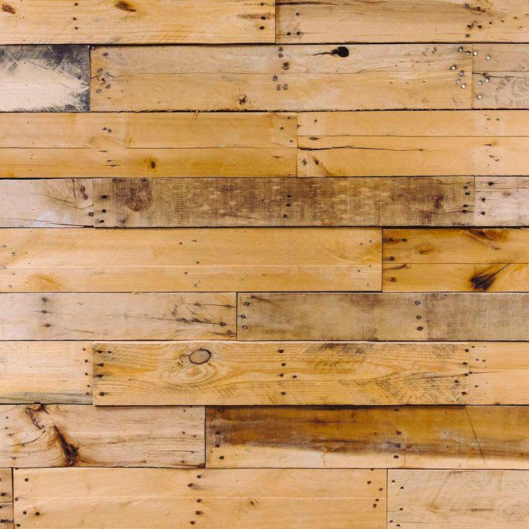 parement en bois naturel